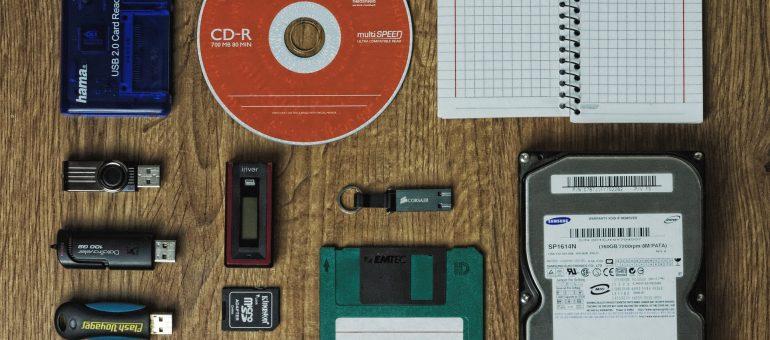Zarządzanie kopiami zapasowymi i backupami.
